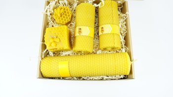 Zestaw czterech świec z wosku pszczelego