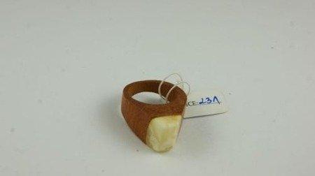 Pierścionek bursztyn bałtycki P111