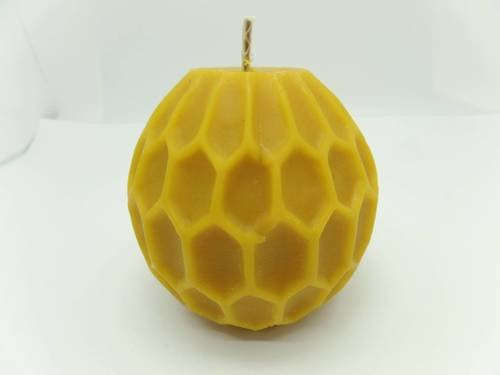 Świeca kula z plastra miodu z wosku pszczelego